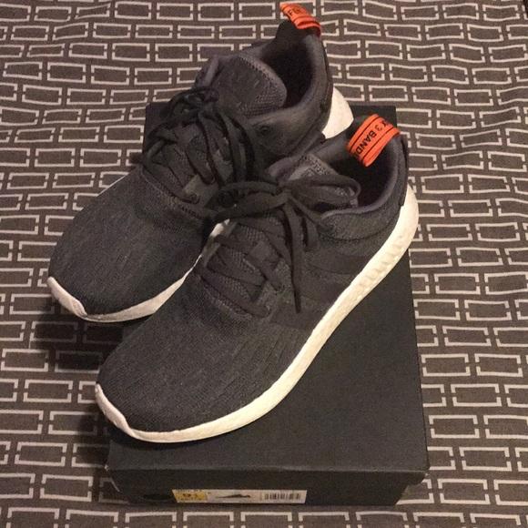 Adidas zapatos NMD R2 hombre  Tamaño 95 nueva marca de poshmark